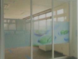 施工例ガラス面に施工するウィンドシート既成のデザインも豊富でオリジナルデザインも可能です。
