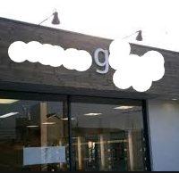 制作例ロゴ看板・切り文字暗闇でも目立つスポットライト付きおしゃれな美容室の看板